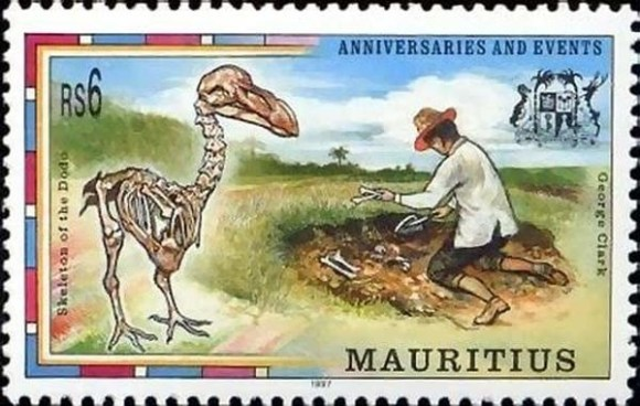 A stamp from the Mauritius commemorating the discovery of the dodo skeleton.
