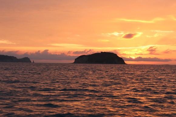 Sunrise-tuamotu-island