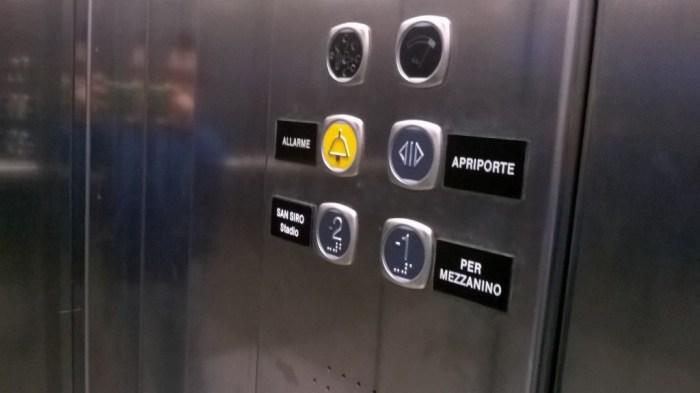 Immagine 2 - Interno ascensore pensiline Metro