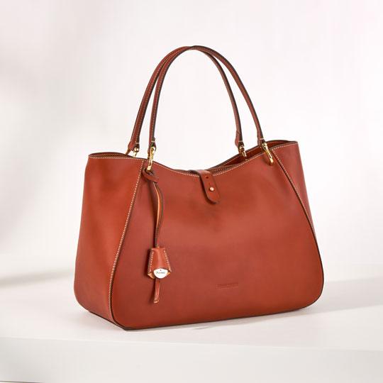 The Alto Camilla shoulder bag in saddle brown leather.