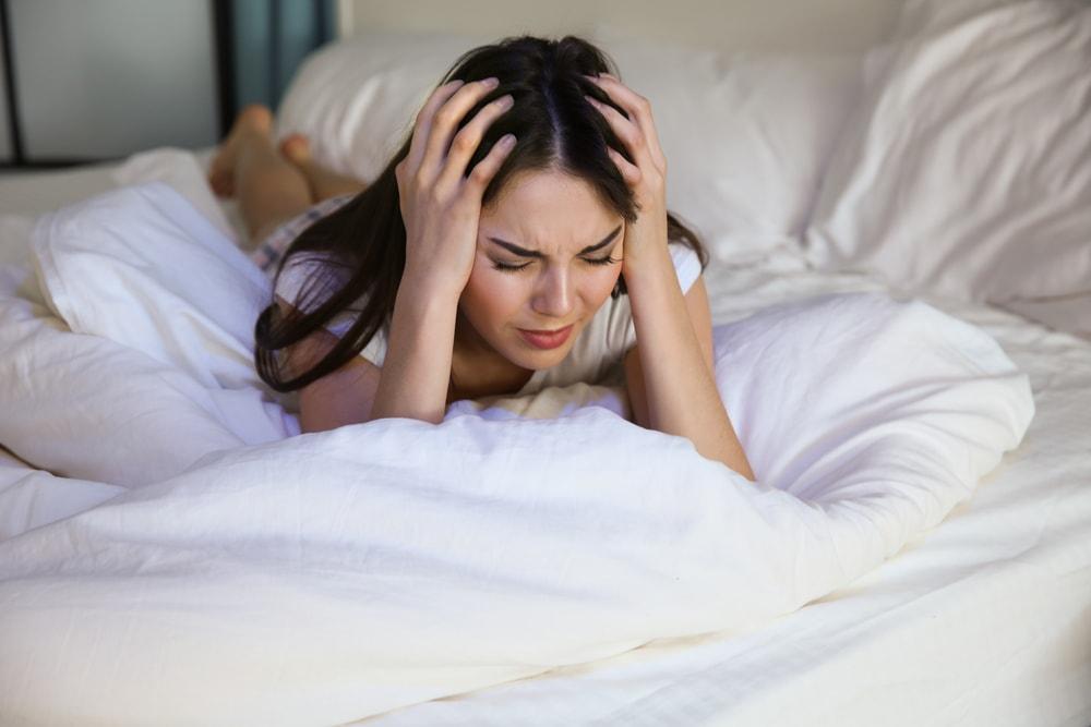Tem sono agitado? Veja quais podem ser as causas e como tratar