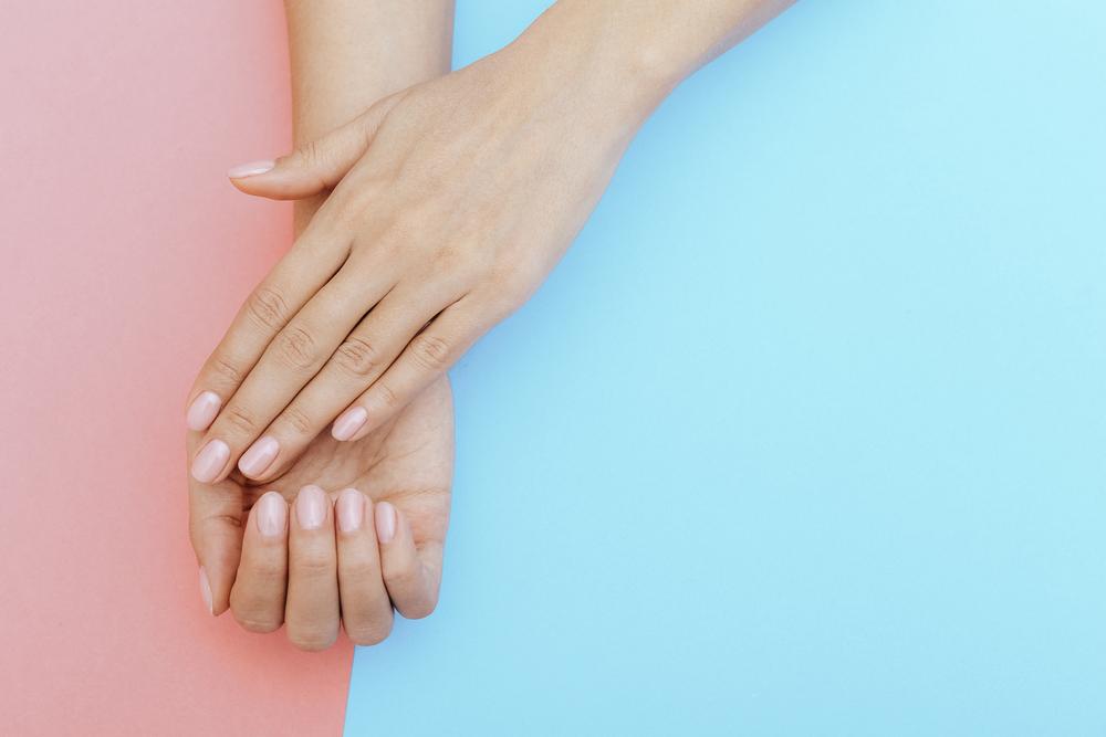 Os sinais de alerta de saúde que suas unhas podem dar