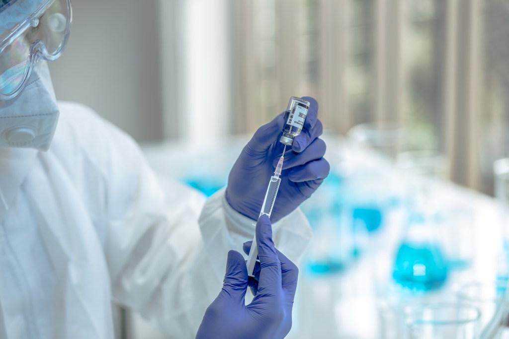 A importância da vacinação na luta contra a Covid-19