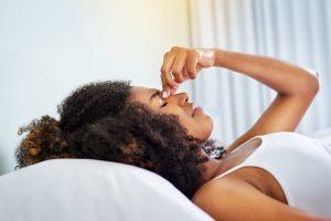 Como controlar as crises de rinite alérgica?