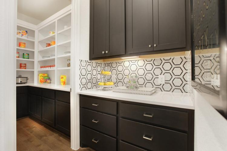 This image has an empty alt attribute; its file name is wtc-0017-1b_lauren-ii-f_kitchen-06_preview.jpg