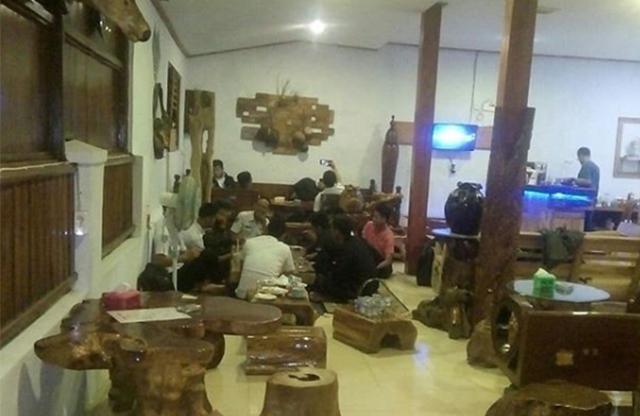 Suasana Ambet Kasih Cafe & Resto