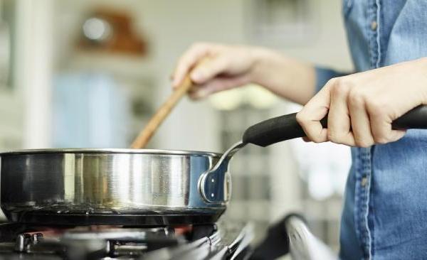 Aluminium Pan with Stainless Steel via News.com.au