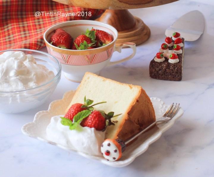 Classic Angel Food Cake by Tintin Rayner via IG @tintinrayner