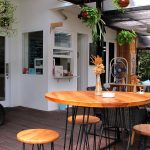 Suasana Outdoor Sleepyhead Cafe via dok. Dunia Masak