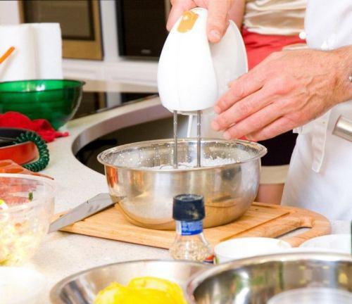 Hand Mixer via imaddictedtocooking.com