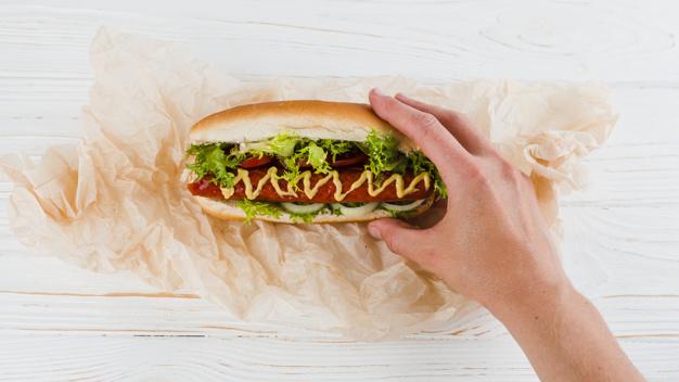 Memanggang Hot Dog via freepik ala tim duniamasak