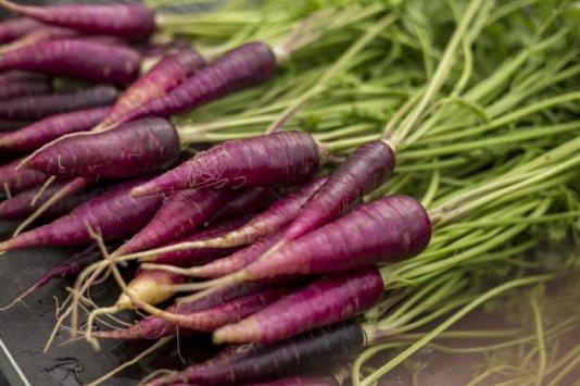 Sayuran Berwarna Ungu Wortel via diynetwork.com ala tim duniamasak.com