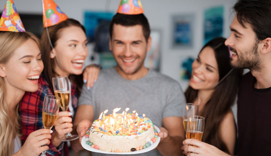 Tradisi Ulang Tahun via freepik ala tim duniamasak.com