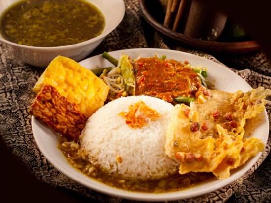 warung rawon di banyuwangi rawon via asliindonesia.net ala tim duniamasak.com