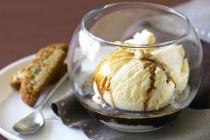 Affogato dessert bahan kopi dan eskrim via taste.com.au ala duniamasak