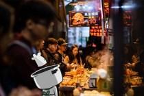 Rela antri buat makanan hits via www.scmp.com