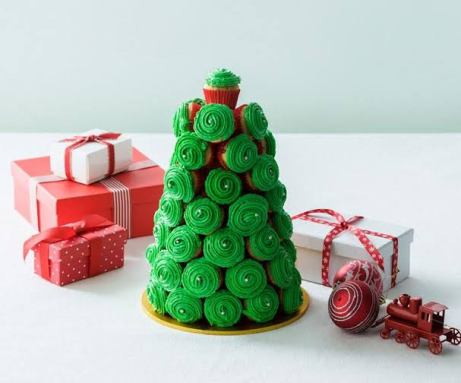 pohon natal dari cupcake via foodtolove.co.nz ala tim duniamasak.com