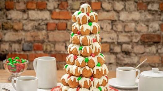 Makanan yang berbentuk pohon natal dari donat via foodlion.com ala tim duniamasak.com