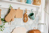 DIY gantungan alat masak kayu via freepik ala tim duniamasak.com