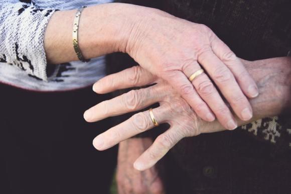 Istilah Wedding Anniversary via unsplash ala duniamasak