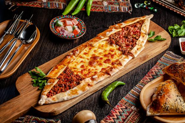 Makanan Turki Pide via freepik ala duniamasak