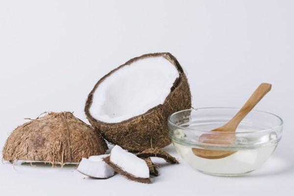 Manfaat air kelapa via freepik ala duniamasak