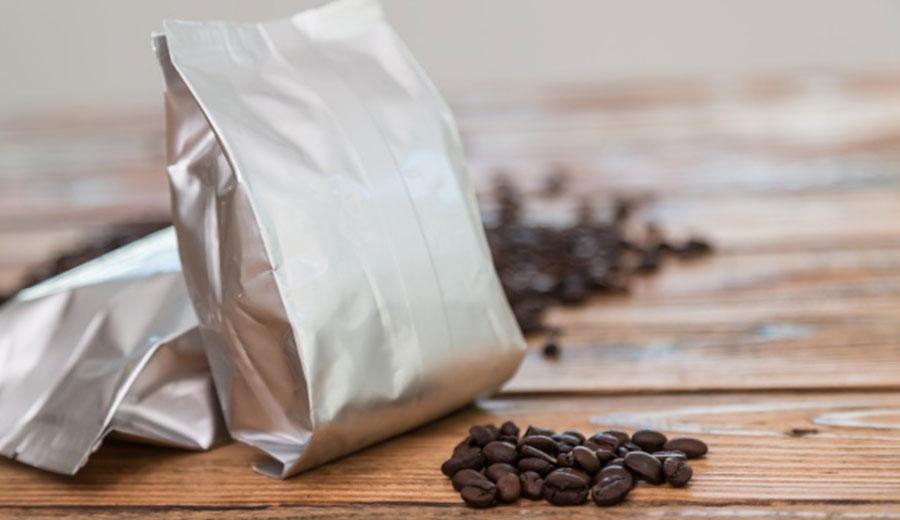 memilih kemasan kopi via freepik ala tim duniamasak.com