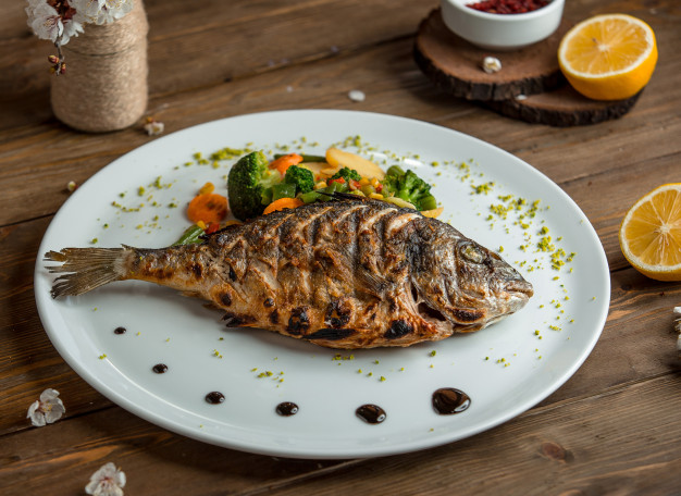 Menu bakaran tahun baru ikan via freepik ala duniamasak