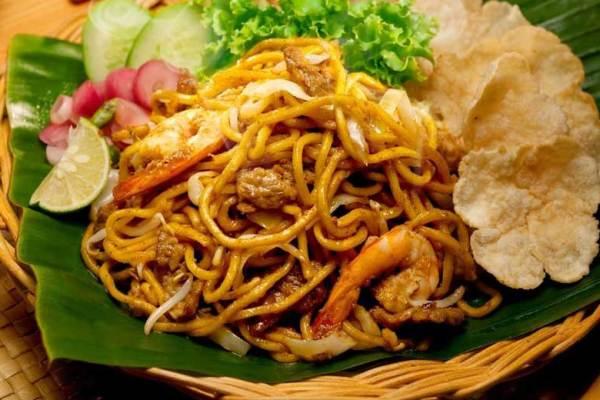 Makanan khas Aceh mie aceh via pergikuliner.com ala tim duniamasak.com
