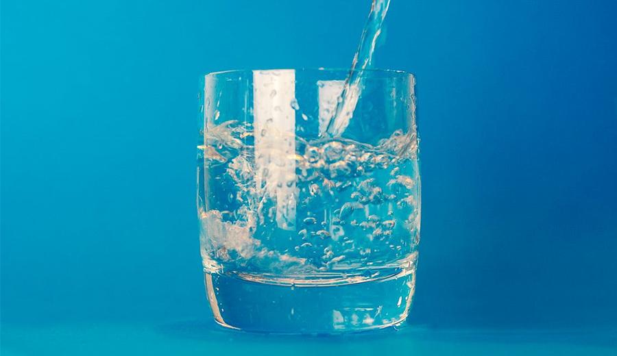 Minum Air Putih via pexels.com