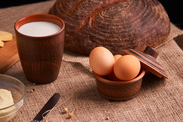 Minuman hangat susu telur madu jahe via freepik ala duniamasak