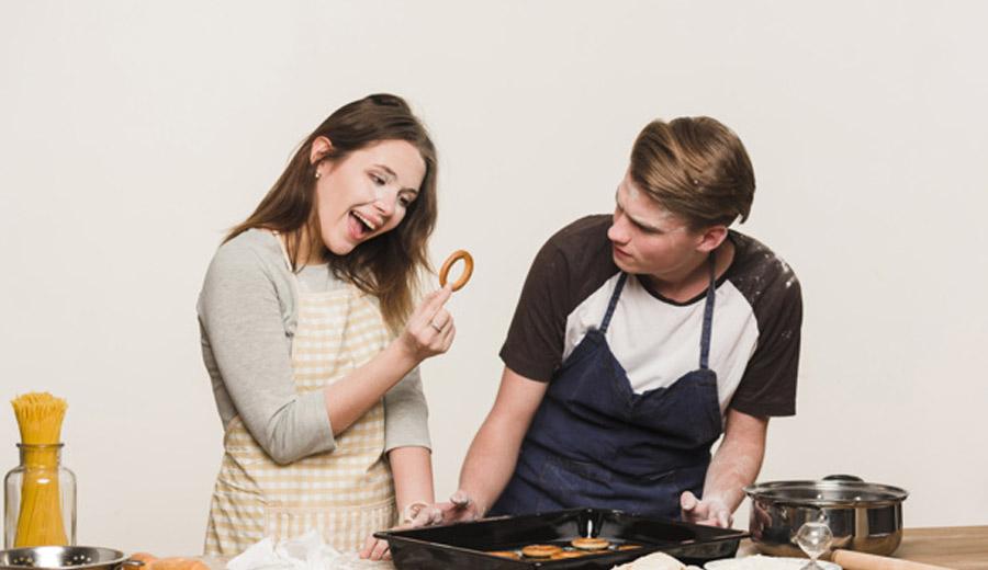 Mengolah Bahan Makanan Di Dapur via freepik ala tim duniamasak