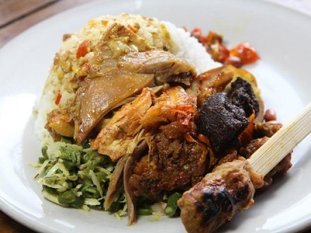 Makanan khas Bali via iradiofm.com
