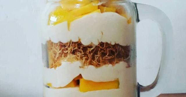 Buah dipadukan dengan Yoghurt via cookpad.com