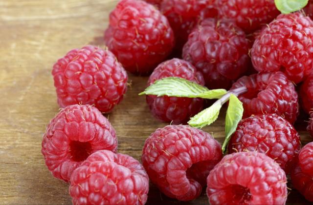 Raspberry melancarkan pencernaan via splendidtable.org