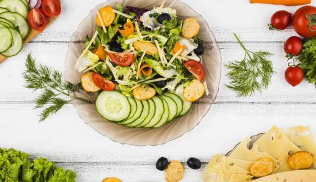 Rekomendasi Restoran yang Menyediakan Salad Enak via freepik.com ala tim duniamasak