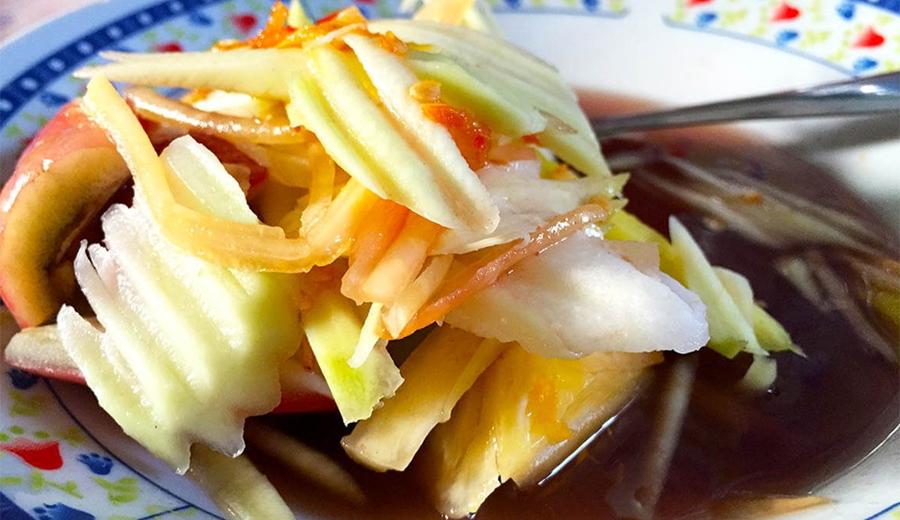 rujak buah dengan aneka kuah ala duniamasak via goodindonesianfood.com