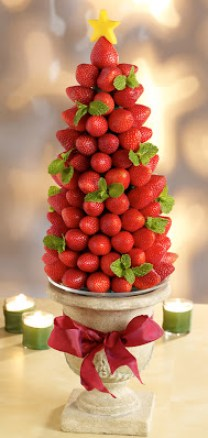 Makanan yang berbentuk pohon natal dari strawberry via tishboyle.blogspot.com ala tim duniamasak.com
