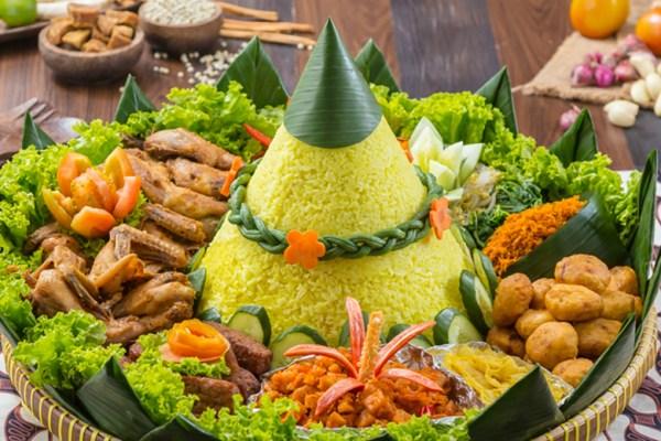 kue ulang tahun nasi tumpeng ala duniamasak via qraved.com