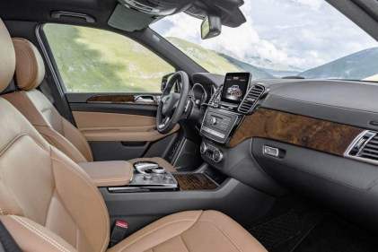 GLS 350 d 4MATIC, Interieur: Leder sattelbraun/schwarz, Zierteile: Holz Wurzelnuss glänzend, interior: leather saddle brown, trim parts: walnut wood high-gloss