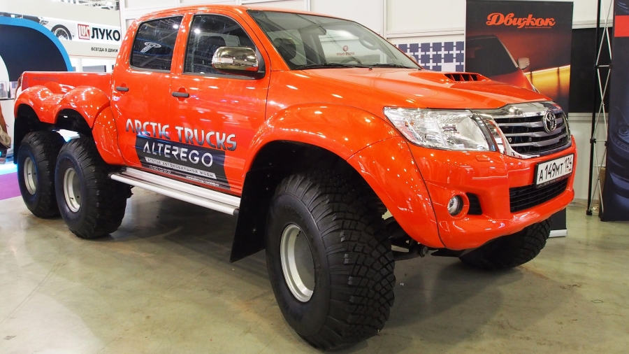 orange-arctictrucks-hilux-6x6