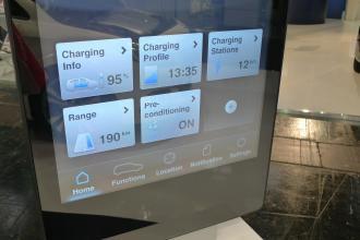 Teilansicht einer Mercedes App für Elektrofahrzeuge.