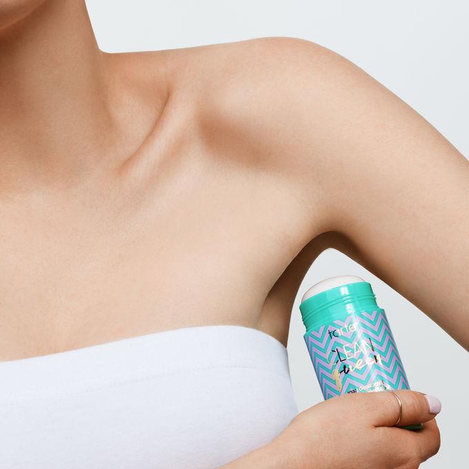 973 clean queen vegan deodorant ATHLEISURE model ALT - 3 Natural Deodorants that actually Work