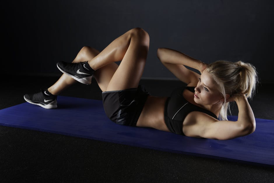 girl on mat doing crunches