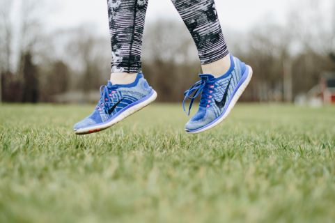 female feet in nike shoes and leggings