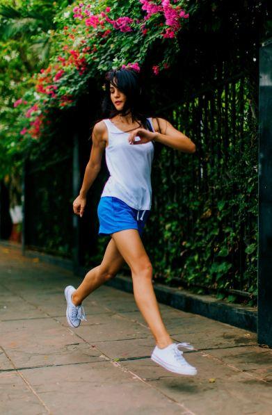 women running outside in spring