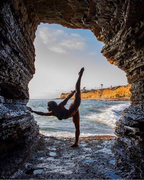 Tatiana Koval doing the air splits between rocks