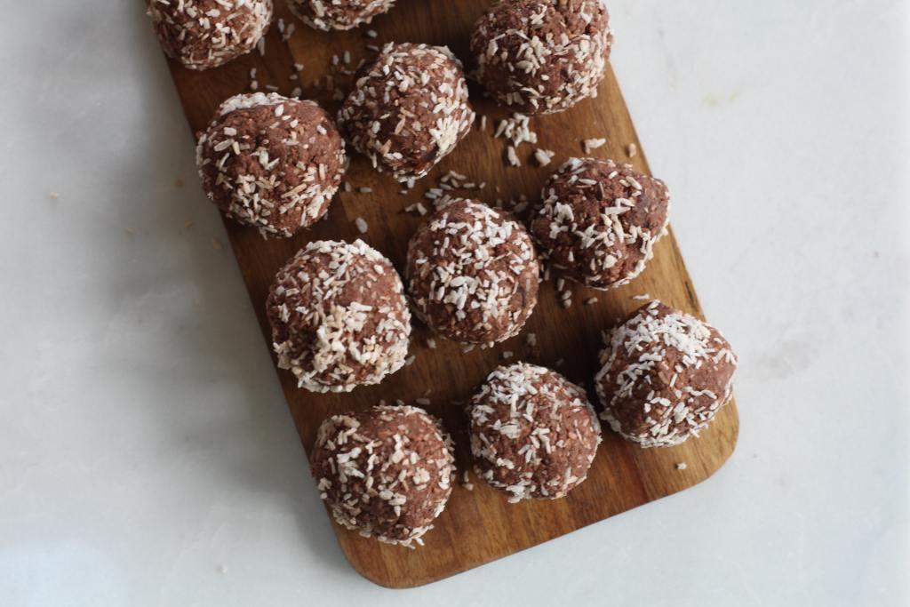healthy valentine's day dessert, chocolate coconut balls