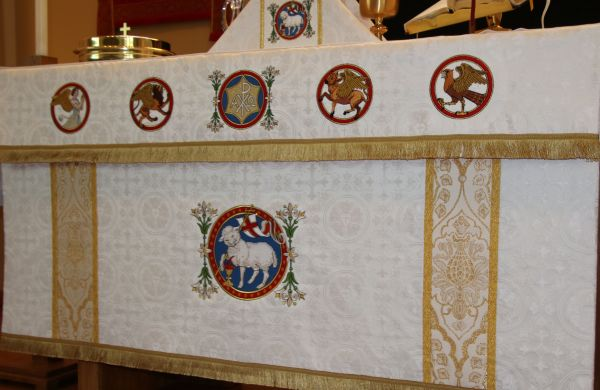 silk luther rose brocade gold metallic band Lamb of God flower Agnus Dei embroidery handwork needlework altar linen covering frontal apostles St. Matthew St. Mark St. Luke St. John fringe