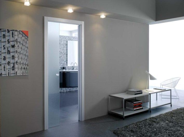 Bagno come scegliere la porta giusta eclisse blog - Porte in vetro per bagno ...